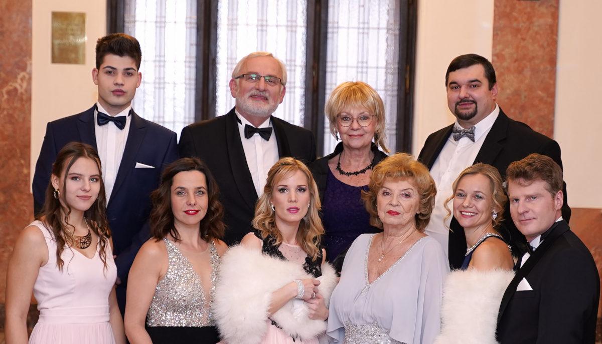 """Seriál ČECHOVI aneb """"český Dallas"""" plný hereckých jmen je tady!  Premiéra 28. října!"""