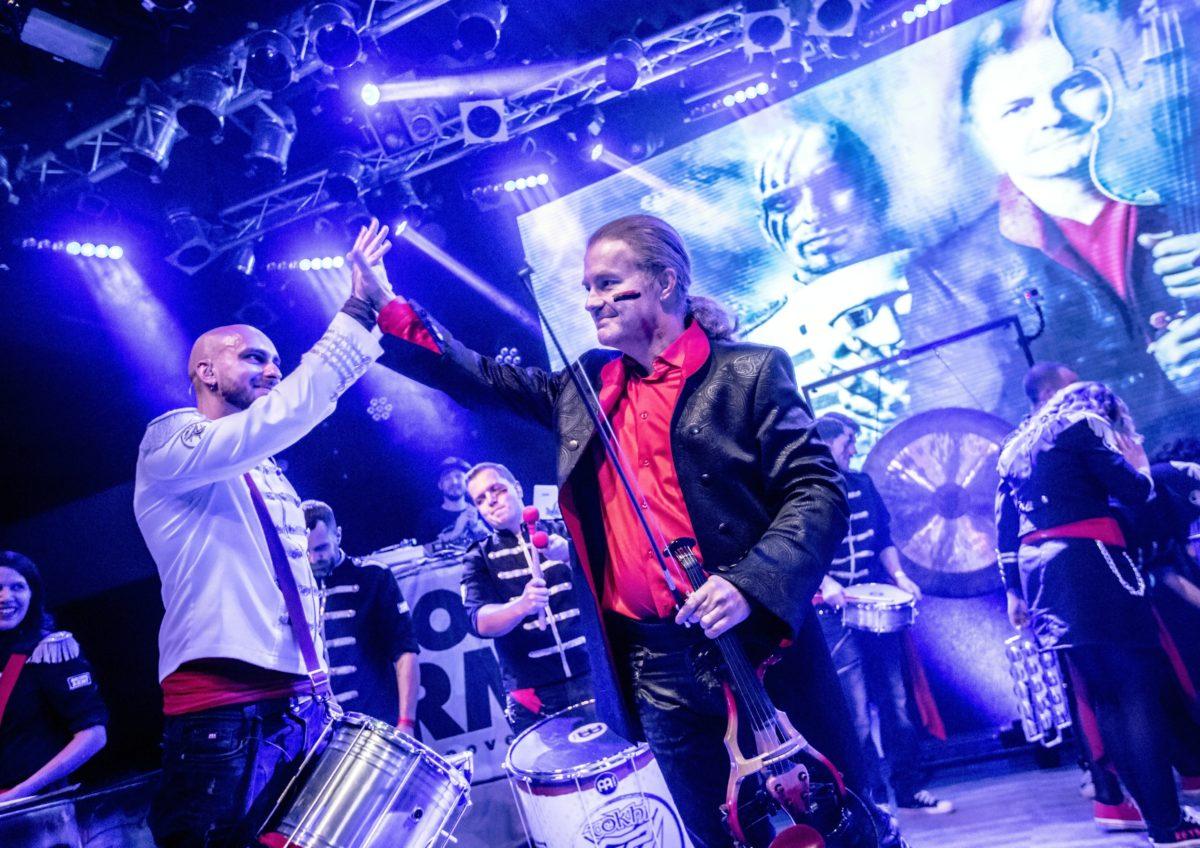Letní překvapení: Tokhi & Groove Army natočili koncertní videoklip s Pavlem Šporclem k jeho skladbě Surprise