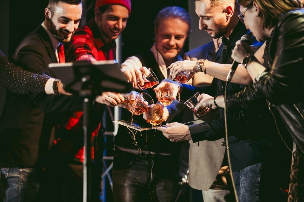 """""""Sexy saxofonista"""" RENÉ JUNIOR vydal LIVE Christmas! Bílé Vánoce nazpíval držitel Thálie PETER PECHA!"""
