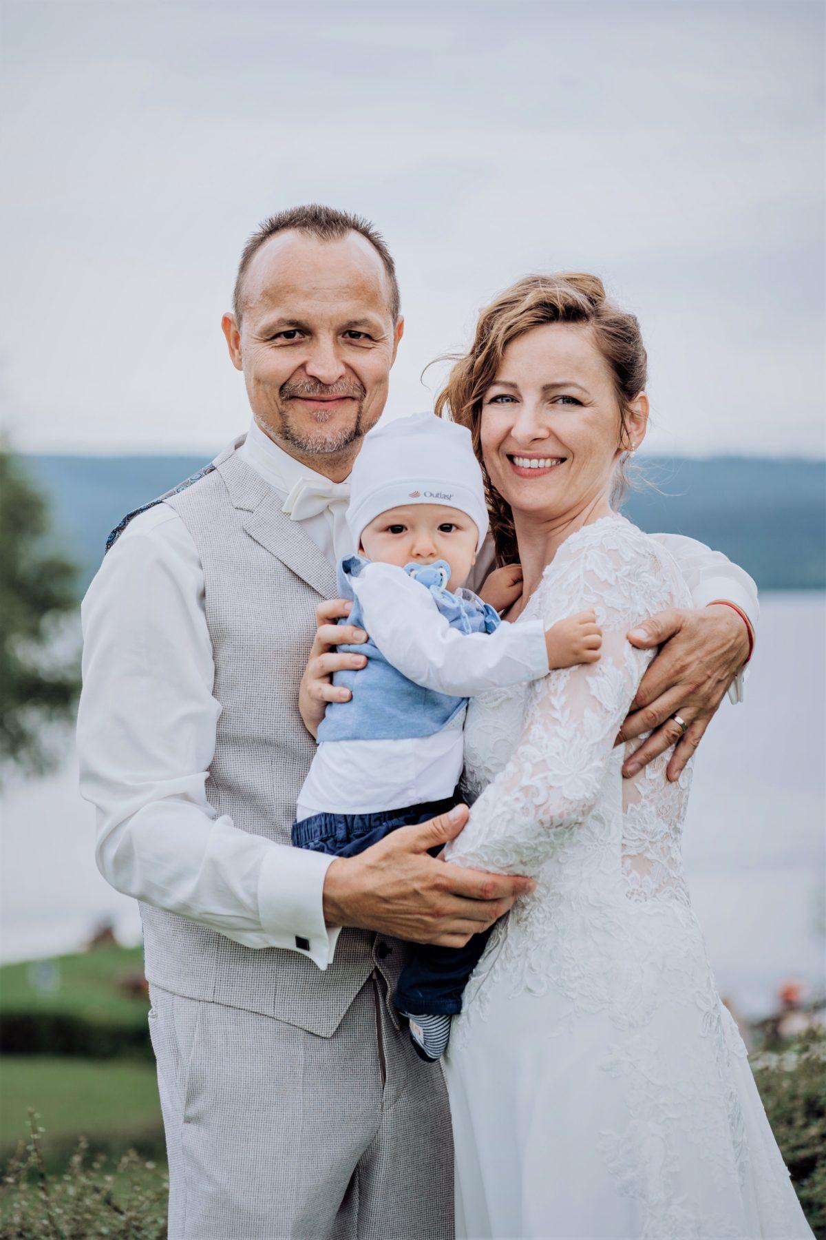 Moderátor a herec Petr Rajchert – dnes Hradil, se oženil a má v rodných jižních Čechách velké plány!